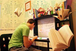 Какие опасности могут подстерегать студентов?